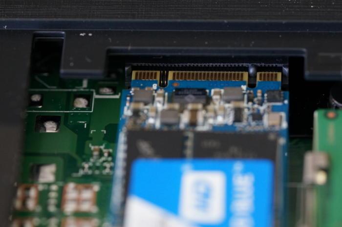 WD Blue SSD имеет две метки, что обычно означает, что это диск SATA.